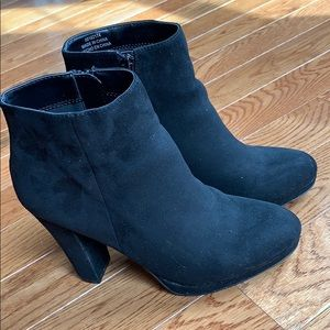 🎉🎊HP🎉🎊 Faux Suede Booties